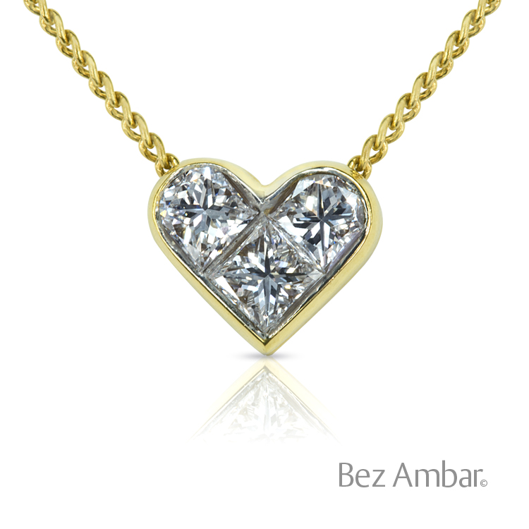 605c8cf906352 three stone princess diamond heart pendantt in Yellow gold